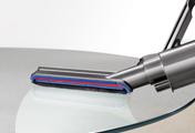 ダイソン Dyson Ball Motorhead+ キャニスター型掃除機。 カーボンファイバーソフトブラシ。 きめ細かいカーボンファイバーブラシを搭載して、再設計されたツールで、より多くのホコリを取り除きます。